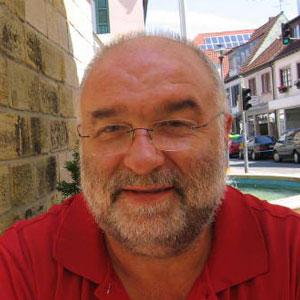 Otto Rempfer, Dozent an der EGA für Volks- und Betriebswirtschaftslehre